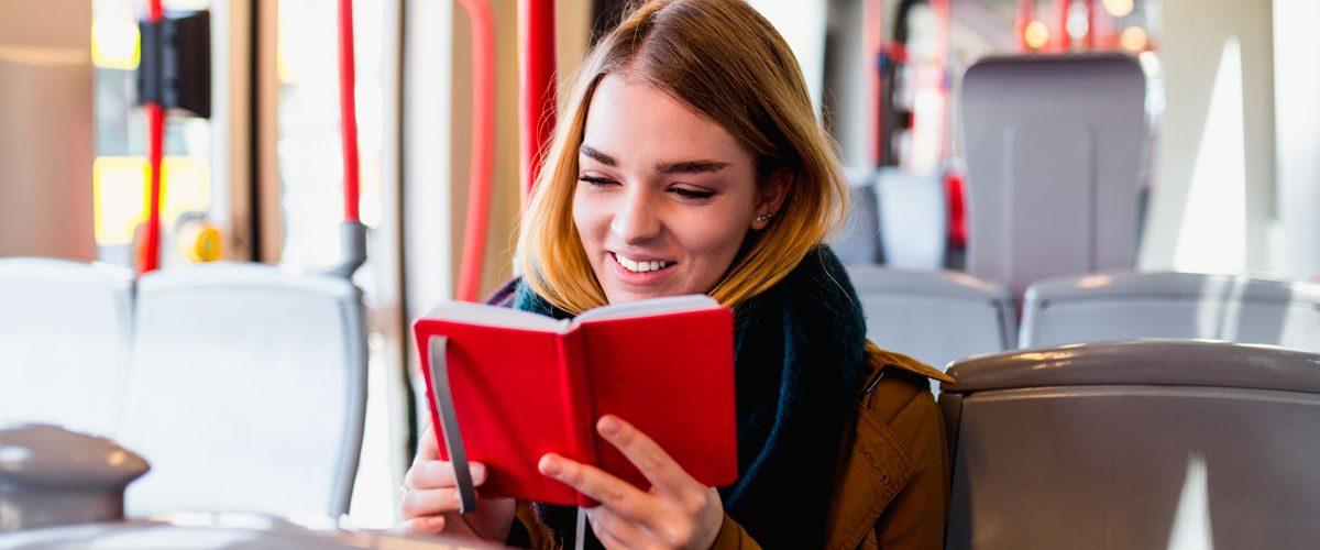 Αποτέλεσμα εικόνας για κοπέλα που διαβάζει βιβλιο