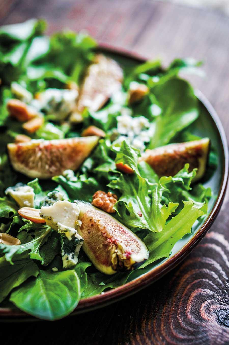 Δροσερή πράσινη σαλάτα με σύκα