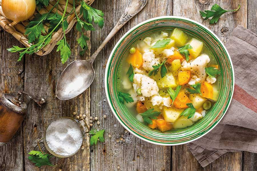 Σούπα με λαχανικά αυγολέμονο